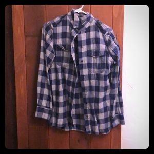 Long sleeve button up flannel with pockets!